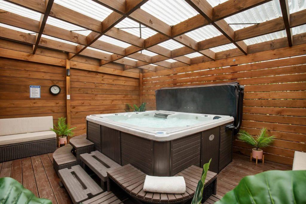 Plateau Lodge Tongariro covered spa bath